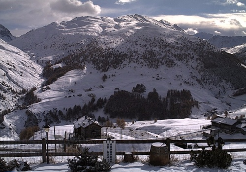 Less new snow but still wintry looking conditions in Livigno - 10 November 2016 - Photo: valtline.it
