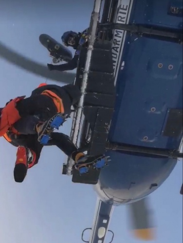 Winched to safety by the French mountain police